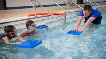 teacher_swimming_lesson-660x371